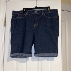 Bermuda Shorts - 18